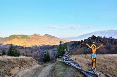 Bran Pass pestera village cross