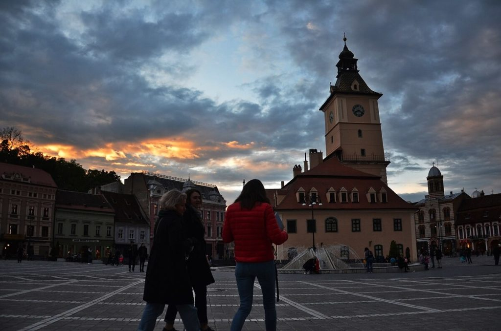 Brasov, Town Council Square night piata sfatului